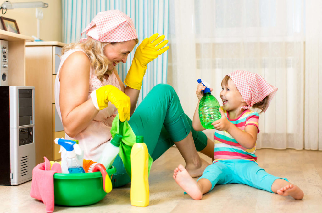 Веселая уборка с детьми